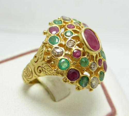 เพชรมรกต: [มือสอง] แหวนฉลุลาย ทับทิมพม่า มรกต เพชรซีก นน. . 10.90 G